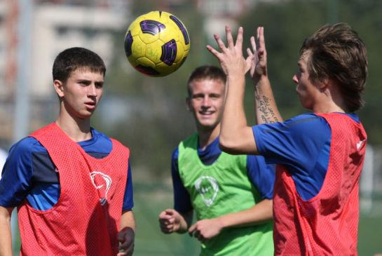 Тренировка команды Зенит U-17 перед отлетом в Крымск