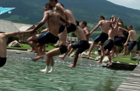 «На 1-2-3 прыгаем!»: восстановительная тренировка в бассейне на «Зенит-ТВ»
