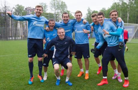 Победители конкурса прогнозов от Газпром на тренировке «Зенита»