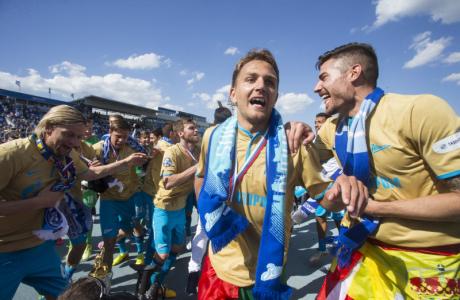 Церемония награждения команды «Зенит» золотыми медалями и кубком Чемпиона России