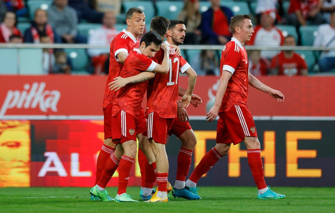 Польша — Россия: четверо зенитовцев вышли в старте, Караваев забил гол